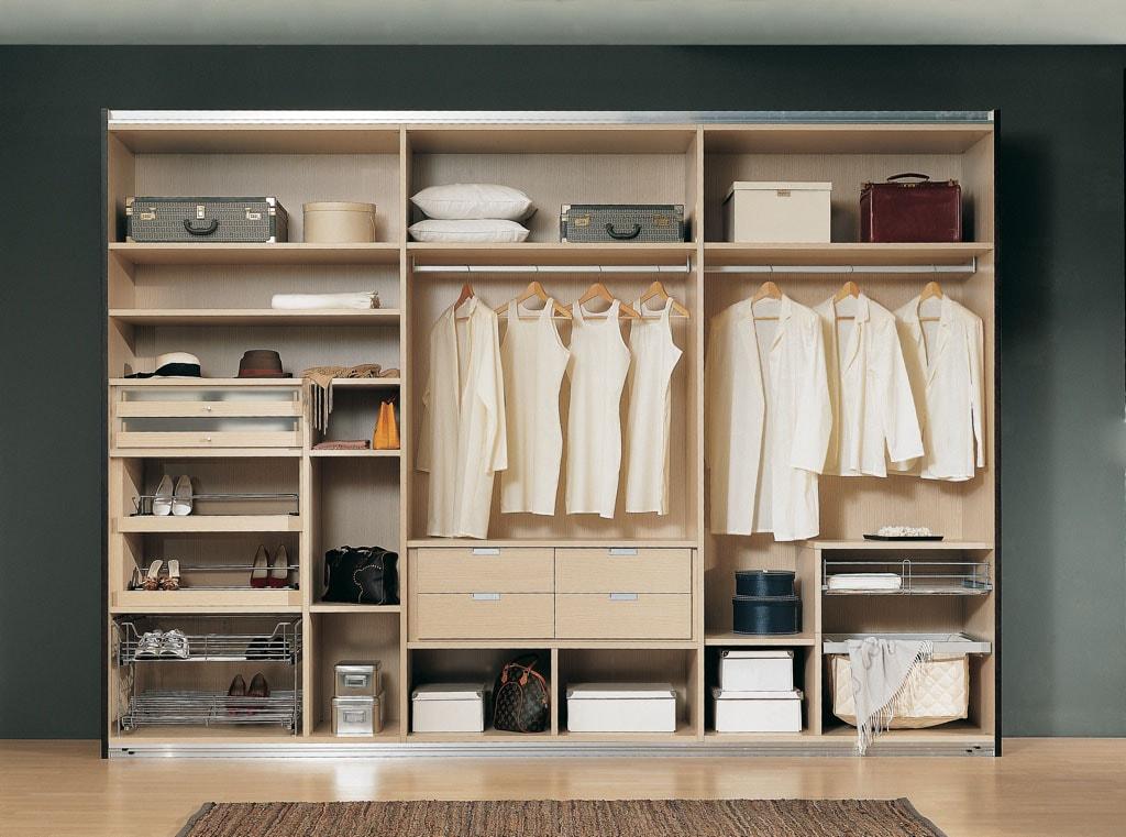 Armarios en becerril siempre a tu disposici n puertas lacadas - Disenar un armario ...