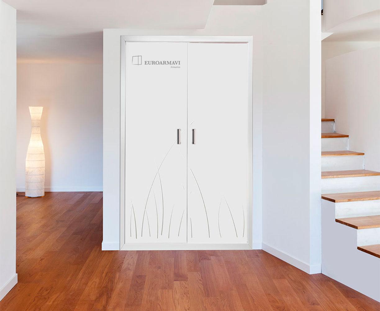 armario puertas abatibles lacadas en balnco